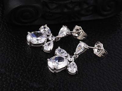 Tripla-kristalyos-ezust-rodium-fulbevalo
