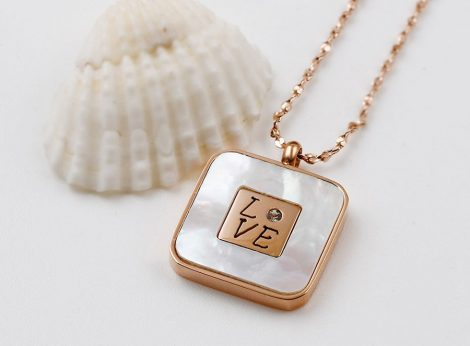 Exkluziv-love-kristalyos-rozsa-arany-nyaklanc