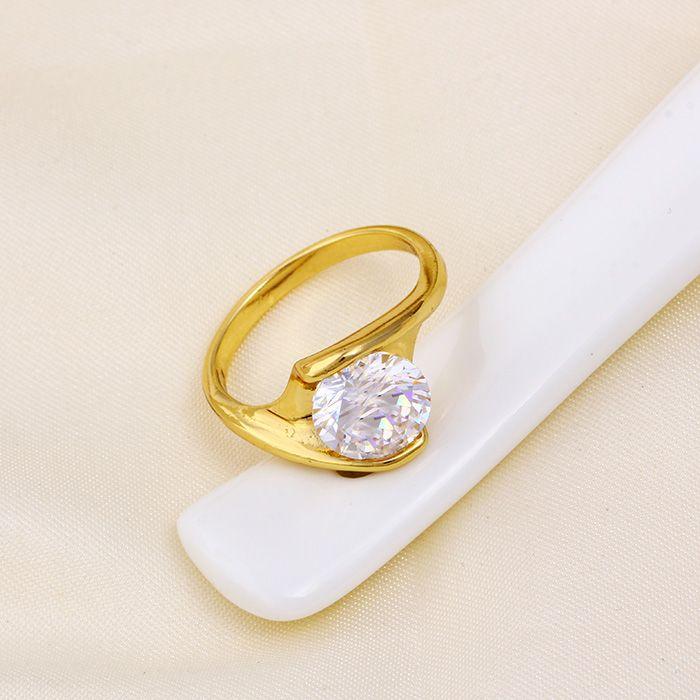 Elegáns aranyozott gyűrű kristállyal
