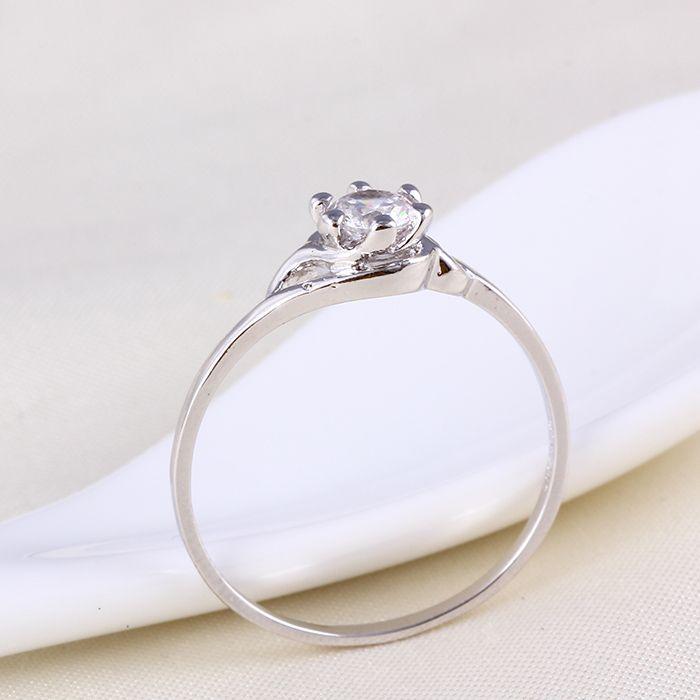 Különleges ezüst-ródium gyűrű fehér kővel